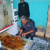 Seludup Minyak Masak,! KPDNKK Kelantan Sita Kilang Pembungkusan Minyak Masak Di Pengkalan Kubor